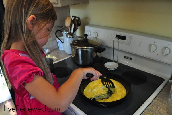 Easy ways kids can help in the kitchen