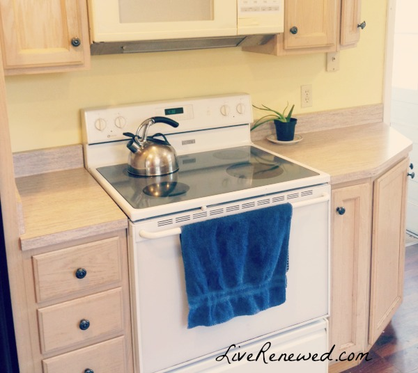 how to completely clear off your kitchen counters at LiveRenewed.com