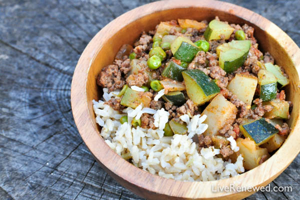 Don't know what to make for dinner tonight? Zucchini and Ground Beef Skillet Casserole recipe - a quick and easy delicious seasonal meal!