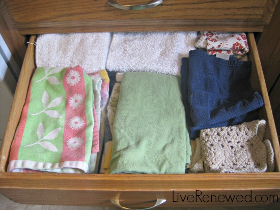 storing kitchen cloth in a drawer