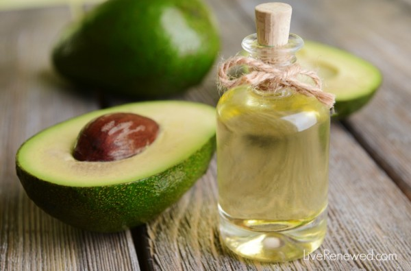 Have you tried the healthy, real food oil yet? Here's 6 Uses for Avocado Oil to get you started! at LiveRenewed.com