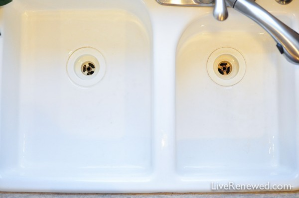 Is your white kitchen sink dirty, dingy, and stained? This method will get it bright white and sparkly clean again without harsh chemicals or a lot of work! Find out How to Clean Your White Kitchen Sink Without Harsh Chemicals!